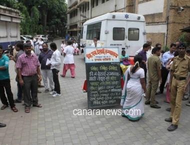 Doctors and  staff protesting against BJP Councillor Mahesh Parkar