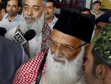 Clerics thank India, Pak govts over safe return
