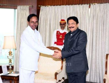 KCR calls on Governor Vidyasagar Rao