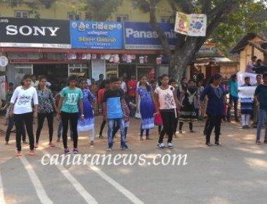 Crossland students present flash mob