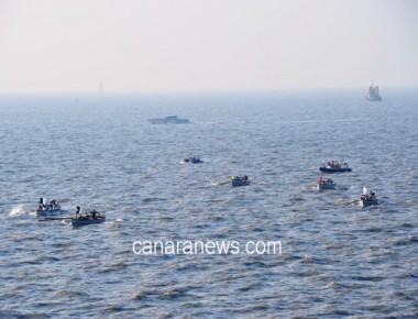 INS Viraat wins its last 'Western Fleet Whaler Pulling Regatta'