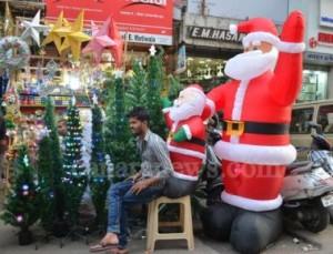 The Christmas shopping in Mumbai City - Pic by Ronida Mumbai