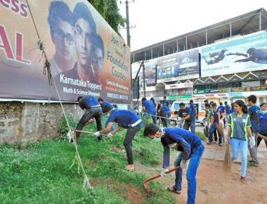 Lalbagh, surroundings cleaned by volunteers