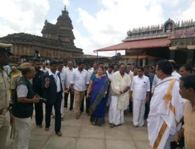 Gowda family performs rituals to prevent threat to govt