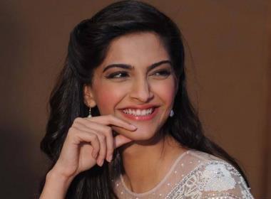 Sonam's next with 'Khoobsurat' director postponed