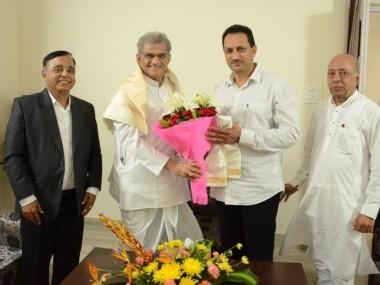 Dr D Veerendra Heggade congratulated Sri Anant Kumar Hegde