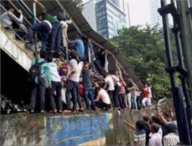 Army to help build foot overbridge at Elphinstone station