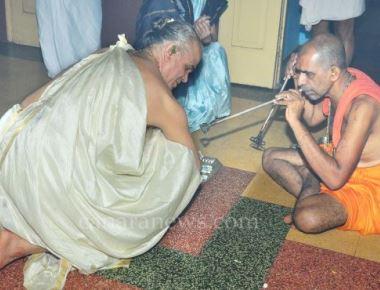Taptha Mudra Dharana by Vishvapriya Theertha Swamiji of Adamaru Mutt