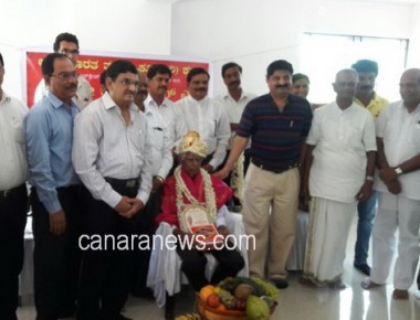 Rathnakumar Felicitated by Akhila Bharata Tulu Okkoota
