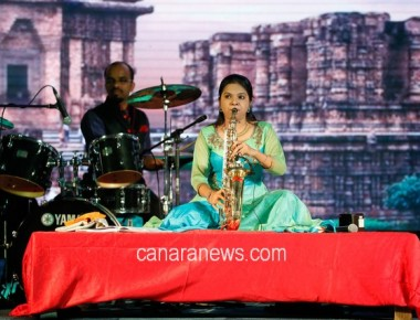 Anjali Shanbhogue's  Saxophone Rocked Dubai Audience During Amchi Family Show