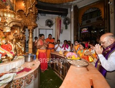 BJP Nationalist President Amit Shah today visited to Sri Siddhivinayak Temple in Prabhadevi, Dadar West Mumbai