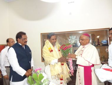 Archbishop of Bangalore met the CM and shared Deepavali greetings. . At the same time thanked him for rejecting Somashekara Commission report