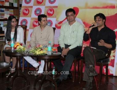 Filmmaker Abhik Bhanu supports new novelist Parul Sharma