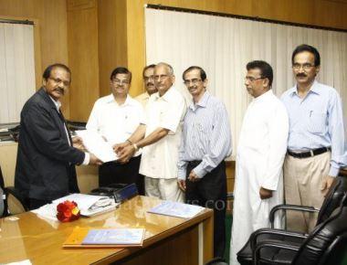 Delegation meets Mangaluru University chancellor