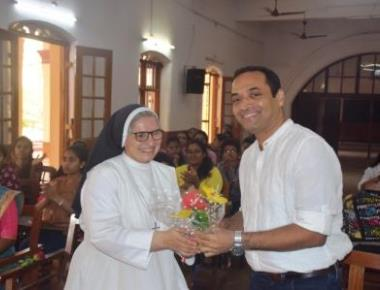 Eminent cartoonist Satish Acharya conducts workshop at St Agnes College
