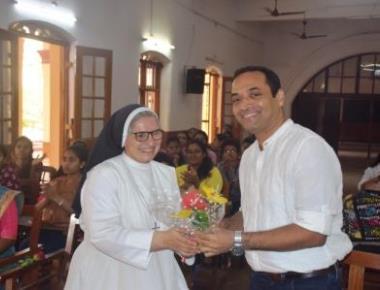 Eminent cartoonist Satish Acharya conducts workshop at St Agnes College