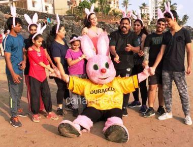 'Chitah Yajnesh Shetty with Duracell's iconic symbol 'Bunny' in Durathon 2017'