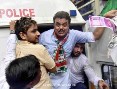 Maharashtra Housing Scam: Congress Protests Outside Prakash Mehta's Residence, Demands Resignation