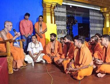 Pejawar Swamiji launches Dattamala Abhiyan in Udupi