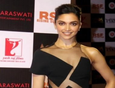 Busy Deepika finds time to go back home