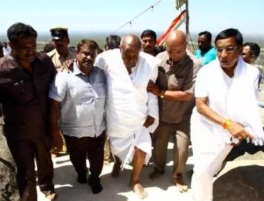 Deve Gowda climbs Vindyagiri hill barefoot