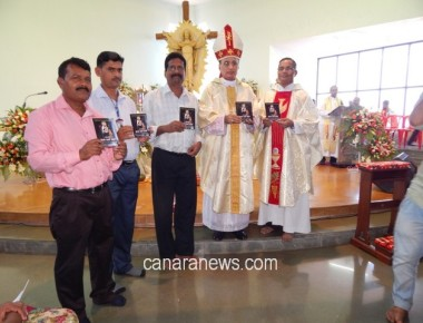 Bishop Most.Rev.Dr. Gerald Isaac Lobo releases DVD 'AMARA CHETHANA SANTHA JUZE VAZ'