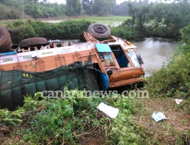 Lorry plunges into gorge near Kulur bridge