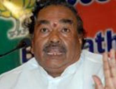 Eshwarappa expresses his displeasure about Yeddyurappa to Ramlal