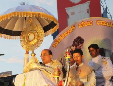 On Christ the King festival, the Annual Udupi Diocesan grand  Eucharistic Procession was held with devotion