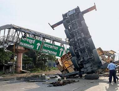 FOB crashes near Mankhurd after crane topples over
