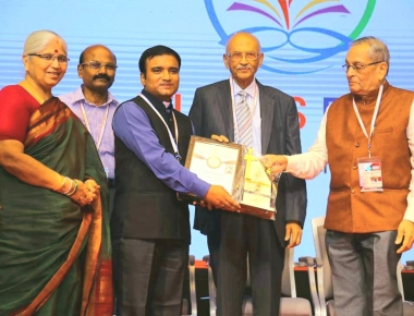 Fr Vineeth George CMF receives 'Management Educator of the Year' Award