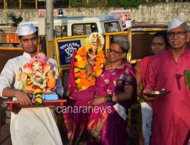 Immersion ceremony of Ganesh Idol along with Gauri on 5th day in Mumbai