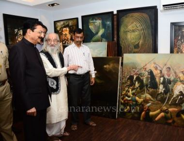 Governor witnesses paintings on the life and vision of Shivaji Maharaj