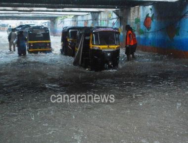 Heavy Rain in Mumbai. In pic Water Logging at Andheri sub-way Mumbai.