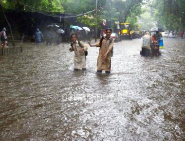 Monday mayhem in Mumbai as wet weekend spills over