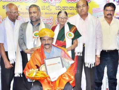 """Senior Journalist Hemaraj Karkera honored by """"Maadhyamashree"""" Award"""