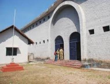 Ivan D'Souza visits district prison