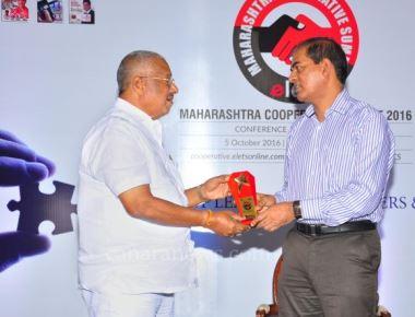 """Jaya C Suvarna Felicitated during the Maharashtra Sahakari Summit- 2016 and Awared """"Prestigious Co-operative Leadership Award"""""""