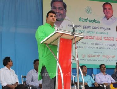 JNNURM buses flagged off by Pramod Madhwaraj in Udupi city service