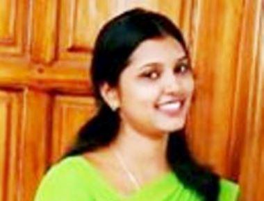 Mangaluru:  Joylin Monis  (24) D/o John Monis (Editor- Dirvem Konkani Monthly) killed by bus at Nanthoor