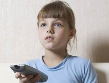 Watching TV for just an hour daily makes kids gain weight