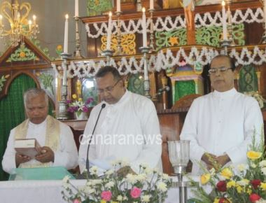 Very Rev Dr. Lawrence D'Souza takes over Rector of Milagres Cathedral, Kallianpur