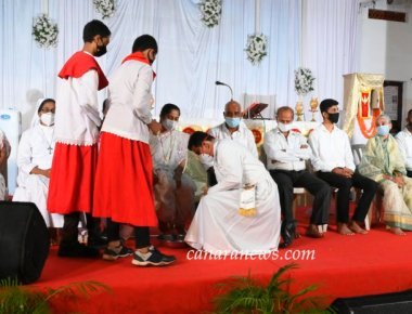 Maundy Thursday Celebration Observed at Most Holy Redeemer Church, Derebail
