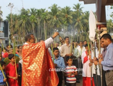 Milagres Cathedral, Kallianpur of Udupi Diocese observes Palm Sunday with devotion and deity