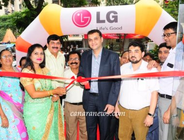 Inauguration of 'Malaika LG Best Shop' at Andheri (East)