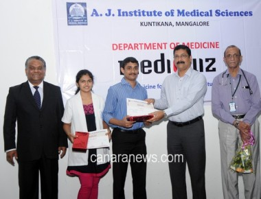 Intra College Mediquiz -2016 Contest::Akshay and Deepthi  Team Claims Title