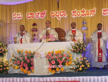 Milagres Cathedral of Udupi diocese celebrates Christmas Eve with gaiety and pomp