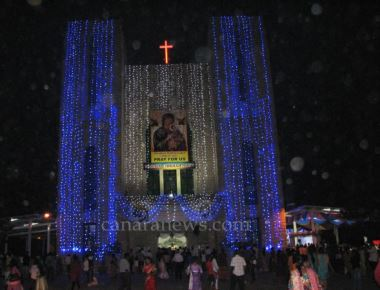 Archbishop Moras calls upon Devotees to go to Jesus through Mary
