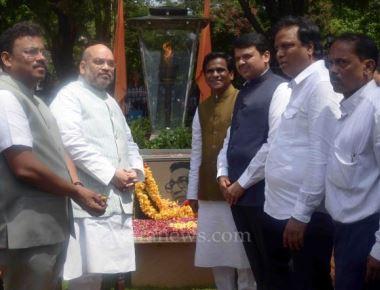 Shah visits Thackeray memorial, to meet Uddhav on Sunday