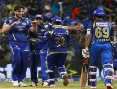 Late wickets hand Mumbai eight-run victory over Royals